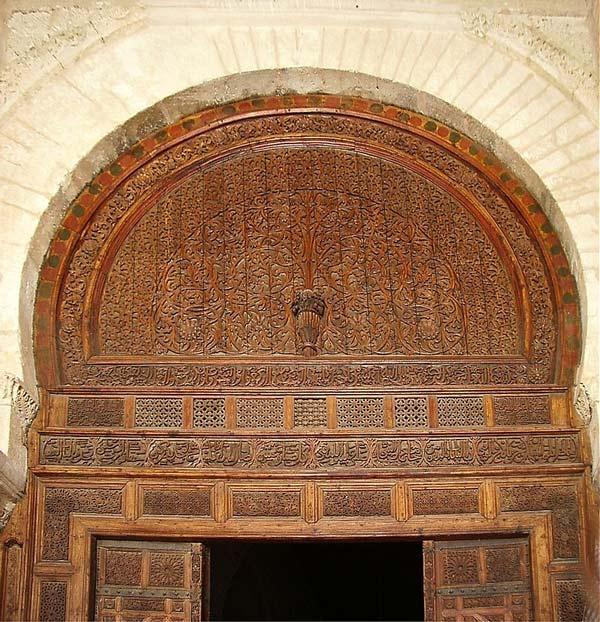 آشنایی با هنر منبت کاری - منبتکاریهای بر روی سردر مسجد جامع قیروان، تونس