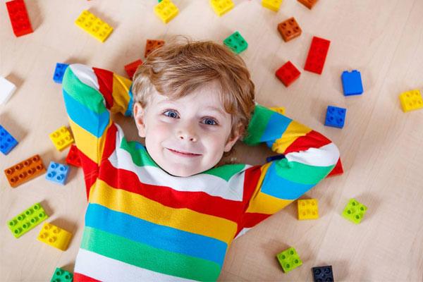 بازی کردن - رشد کودکان - رشد ذهنی کودکان - الگوی بازی کودکان