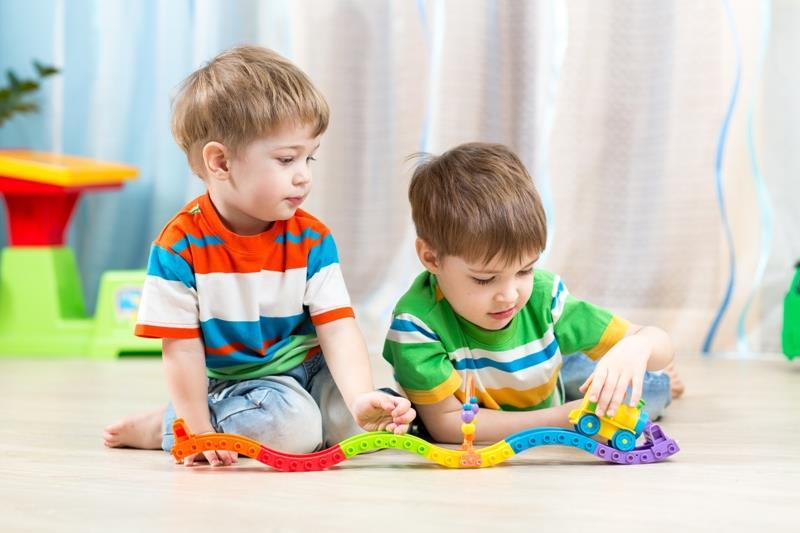 بازی کردن - رشد کودکان - رشد ذهنی کودکان - الگوی بازی کودکان - تاثیر محیط بر بازی کودکان