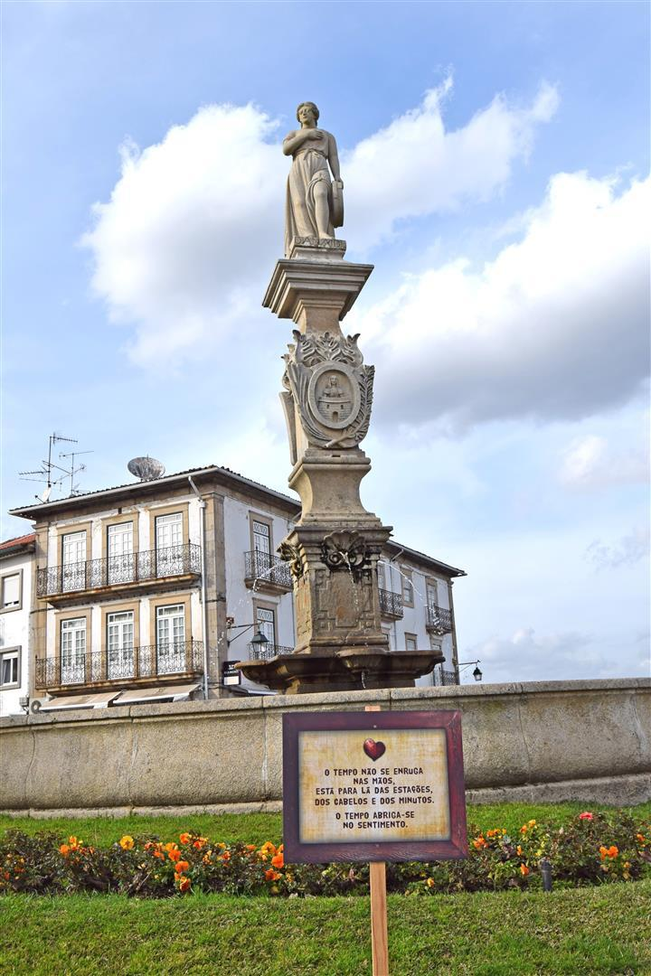 دو-لا-دو مارتینز   Deu-la-Deu Martins   شهر مونکائو   Moncao   بزرگ ترین لاف تاریخ
